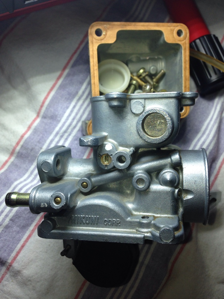 Raptor 50 carb, where is fuel mixture screw and idle screw